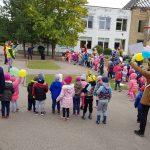 """Europos judumo savaitei skirtas renginys """"Judėkime kartu!"""", kuriame draugiškame ėjimo ir bėgimo maratone dalyvavo darželio vaikai ir pedagogai (2019 m. rugsėjis)"""