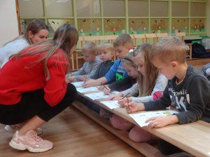 """VšĮ """"Problemų centro"""" organizuojama edukacinė valandėlė """"Mokau rūšiuoti"""" įstaigos priešmokyklinio ugdymo grupės vaikams (2019 m. spalis)"""