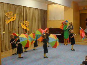 """Vilniaus lopšelyje-darželyje """"Žiedas"""" organizuotas respublikinis ikimokyklinių ugdymo įstaigų klasikinės muzikos festivalis """"Klausome, grojame, žaidžiame ir šokame klasiką"""", kuriame dalyvavo """"Bitučių"""" grupės ugdytiniai (2019 m. lapkritis)."""
